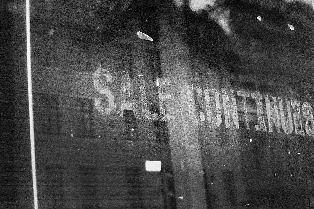 A closed shop in Glasgow City Centre ©Samuel F.